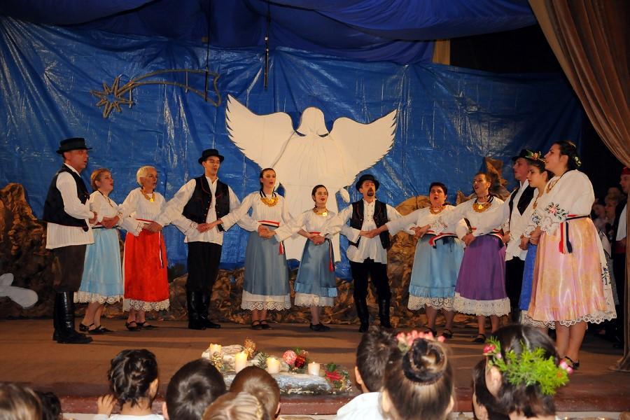 FOTO: Božićni koncert Kulturno-umjetničke udruge Suhopolje