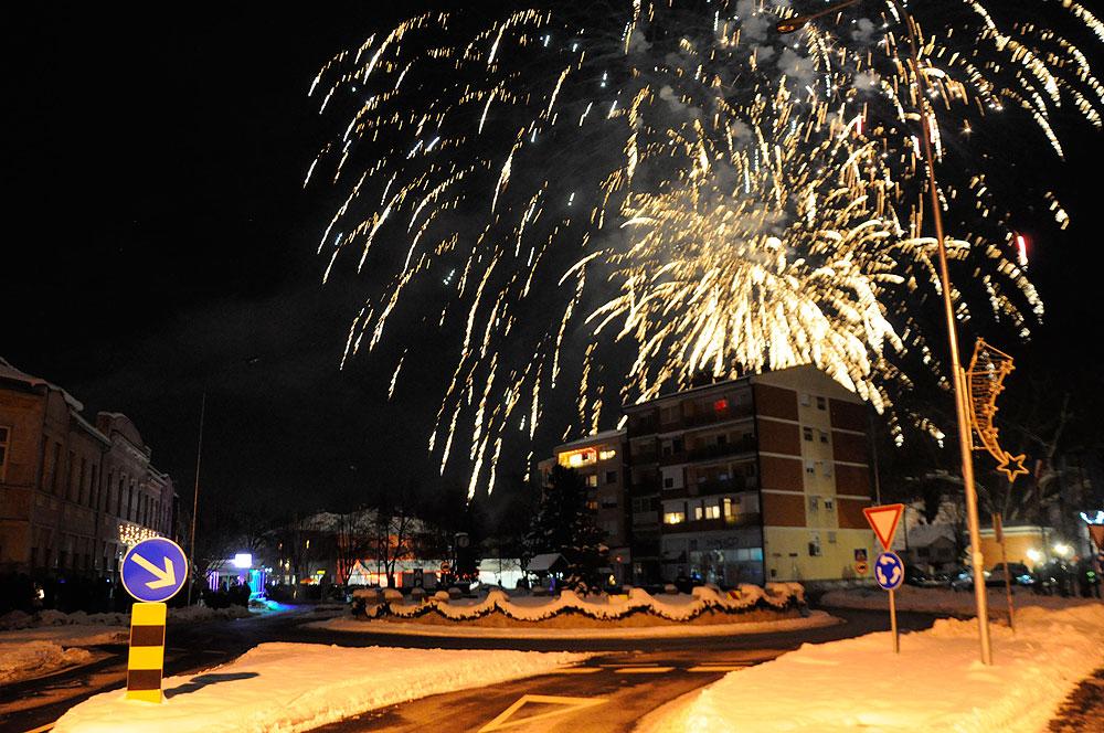 Novogodišnja noć u Orahovici uz veličanstveni vatromet i zabavu