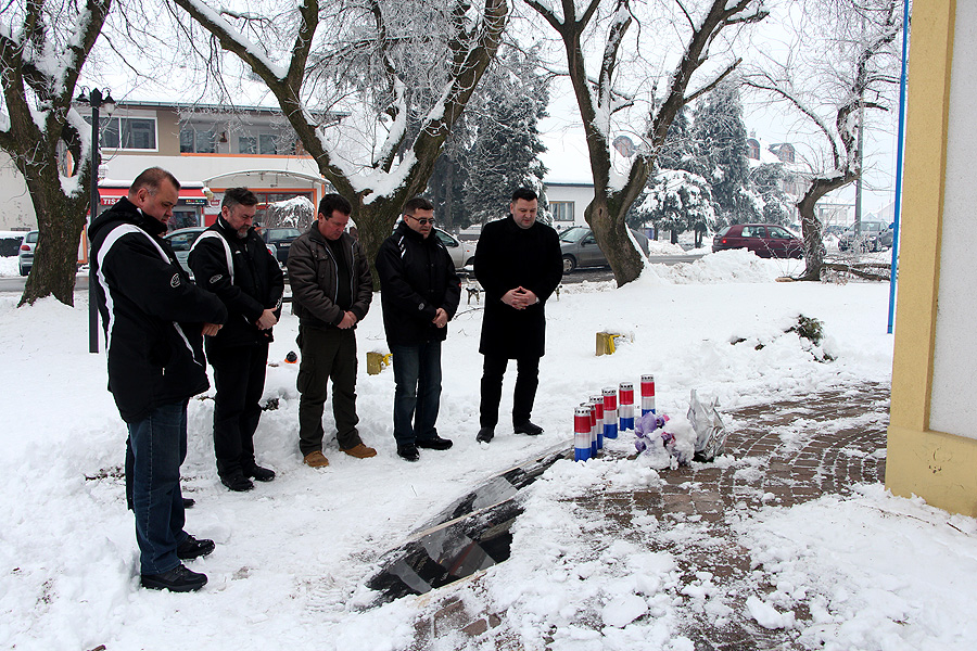 U Špišić Bukovici zapaljene svijeće u sjećanje na poginule branitelje