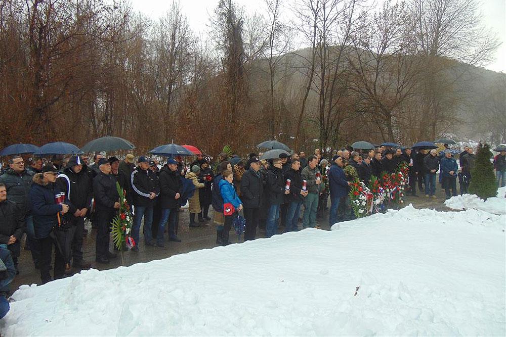 FOTO: U Brusniku održana komemoracija u znak sjećanja na poginule vitezove 127. brigade Hrvatske vojske