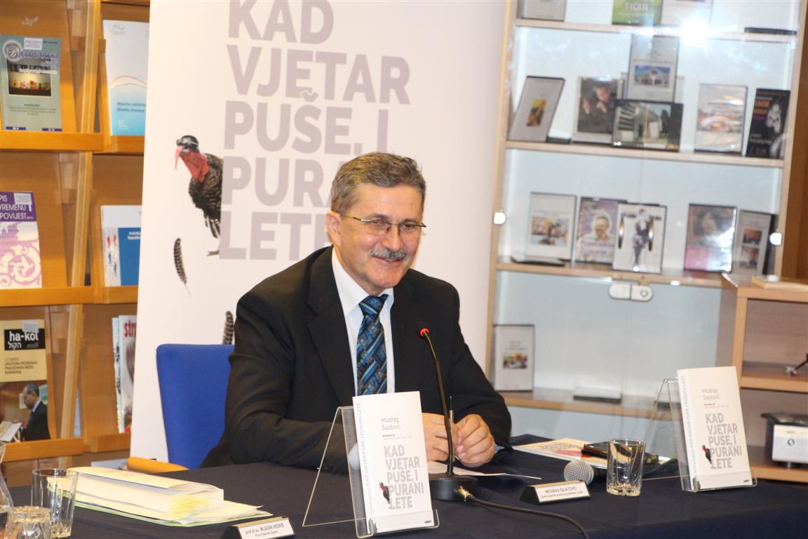 """Miodrag Šajatović u Virovitici predstavio knjigu """"Kad vjetar puše, i purani lete"""""""
