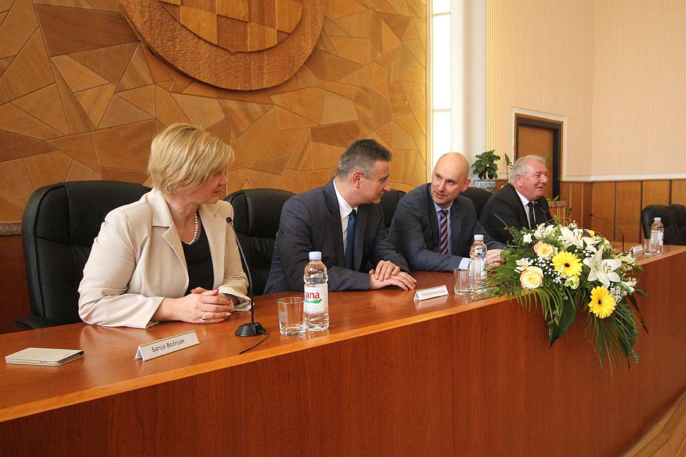 Prvi potpredsjednik Vlade RH Tomislav Karamarko održao sastanak s gradonačelnicima i načelnicima Virovitičko-podravske županije