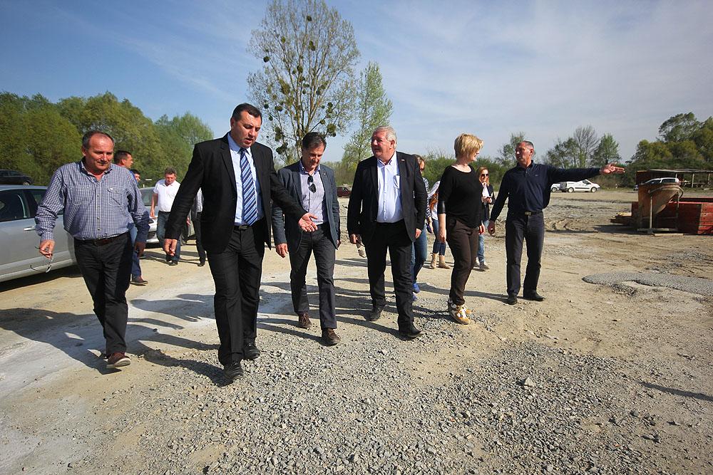 Ministar poljoprivrede Davor Romić i predstavnici Hrvatskih voda obišli projekt navodnjavanja Kapinci-Vaška