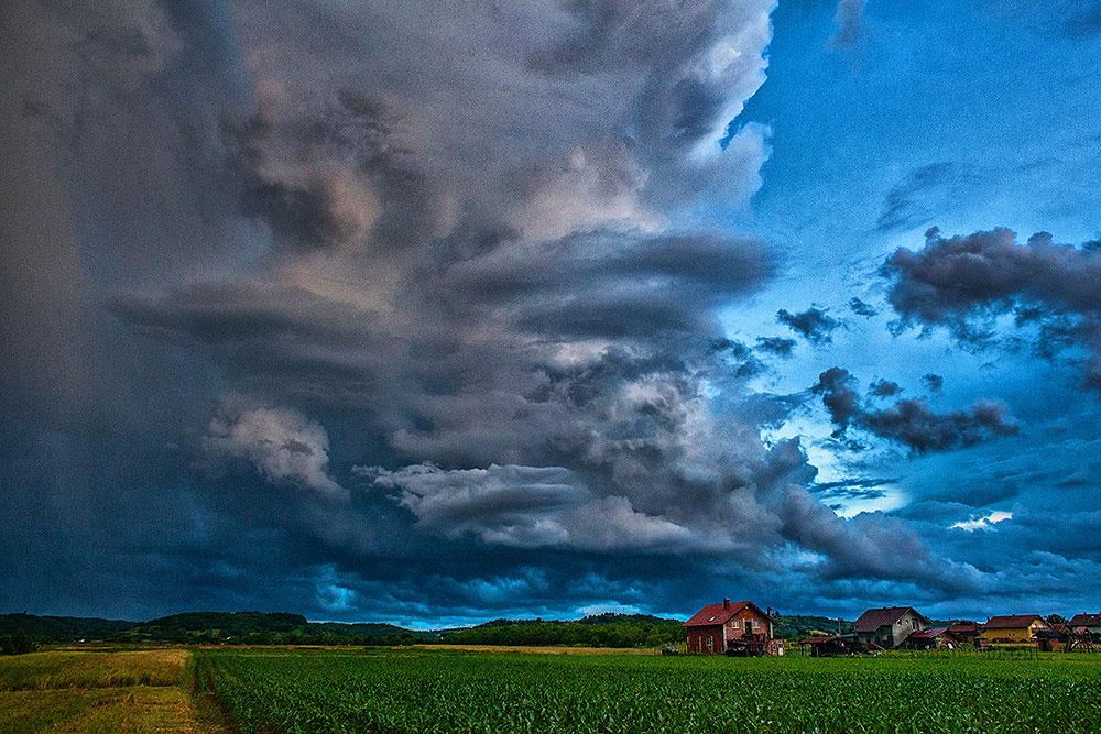 Spektakularno nebo nad Viroviticom: Pogledajte oblake koji su se na Antunovo nadvili nad gradom