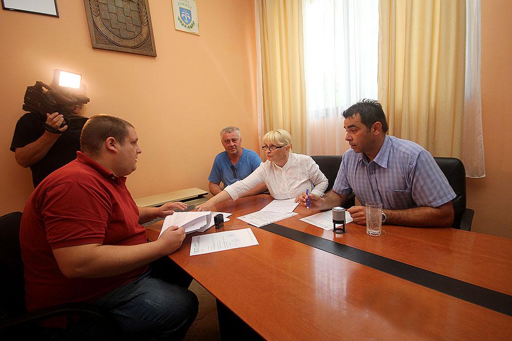 Kreće obnova Društvenog doma u Dugoj Međi: Načelnik Tomislav Durmić potpisao ugovor vrijedan 450.000,00 kuna