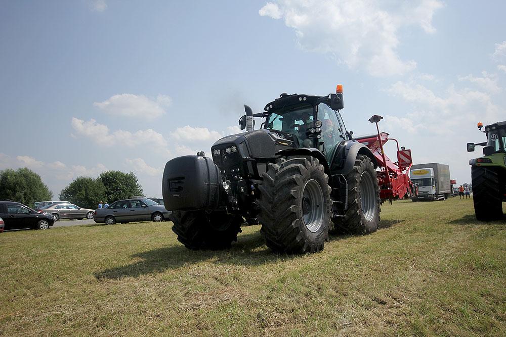 U Čađavici su svi gledali u njega: Pogledajte kako izgleda traktor koji vrijedi više od 1.000.000,00 kuna