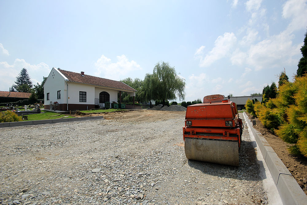 Općina Mikleuš sredstvima Ministarstva regionalnog razvoja i fondova EU obnavlja parkiralište kod Mjesnog groblja