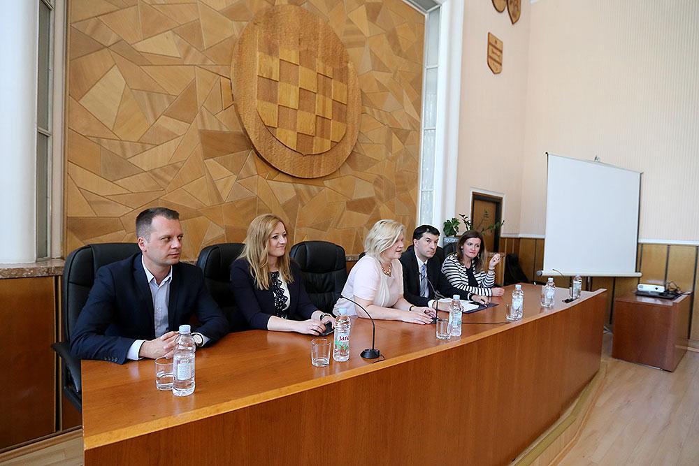 Ukupno 12 općina i 3 grada s područja Virovitičko-podravske županije dobilo je 1.807.000,00 bespovratnih kuna za razvoj komunalnog razvoja i infrastrukture