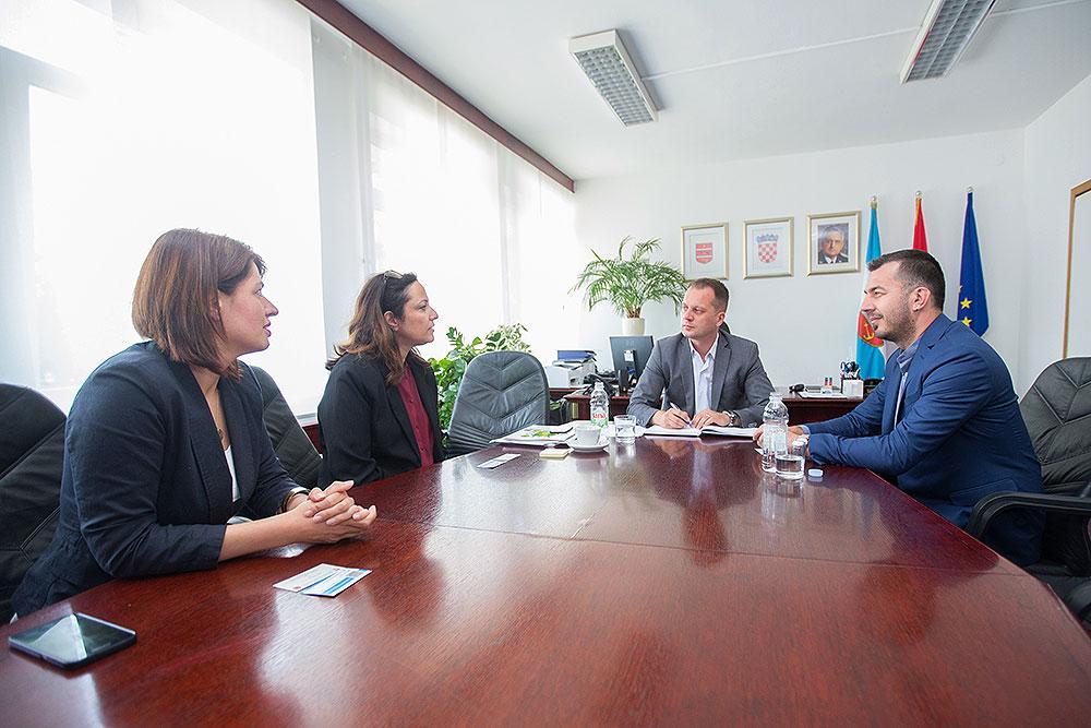 LokalnaHrvatska.hr Virovitičko-podravska županija zupan Igor Androvic razgovarao sa zamjenicom veleposlanice i konzulice Veleposlanstva Drzave Izrael u RH Irit Shneor o mogucnostima poljoprivredne suradnje nase zupanije i Izraela