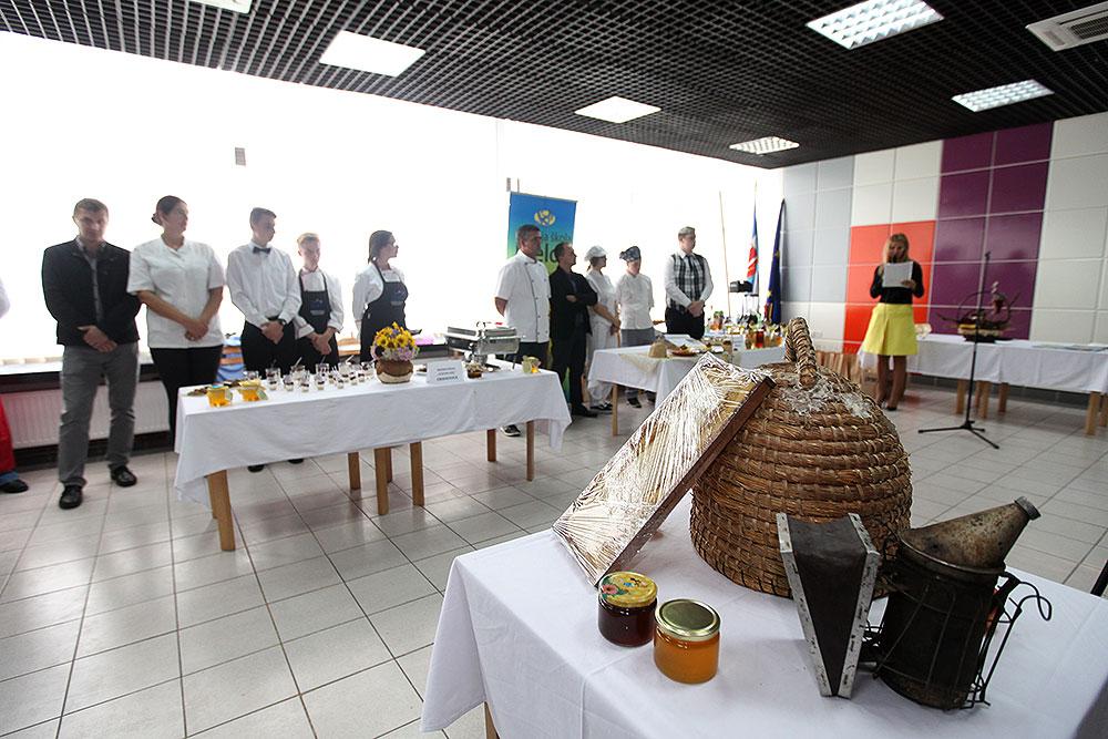 """Gastronomija od meda: Učenici i mentori iz osam škola pripremali hranu i pića na """"Zlatnoj košnici 2017."""""""
