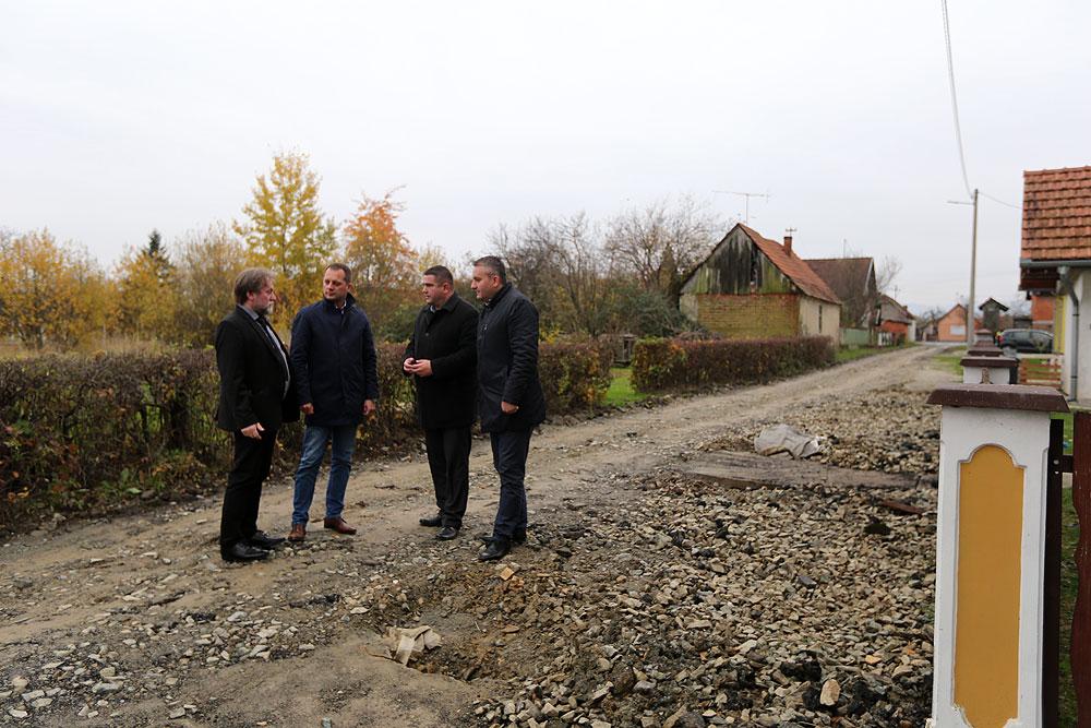 U Čačincima je u planu gradnja novog dječjeg vrtića, kao i doma za stare i nemoćne, a u idućoj godini, prioritet će biti izgradnja asfaltirane ceste prema Jankovcu
