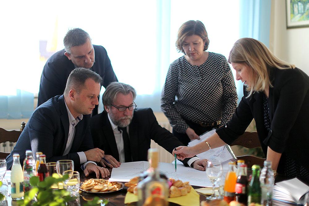 Župan, Igor Andrović sa suradnicima, posjetio je gradsku upravu: Poduzetnički inkubator u Orahovici otvorit će vrata mladim poduzetnicima i dati im podršku u realizaciji njihovih ideja