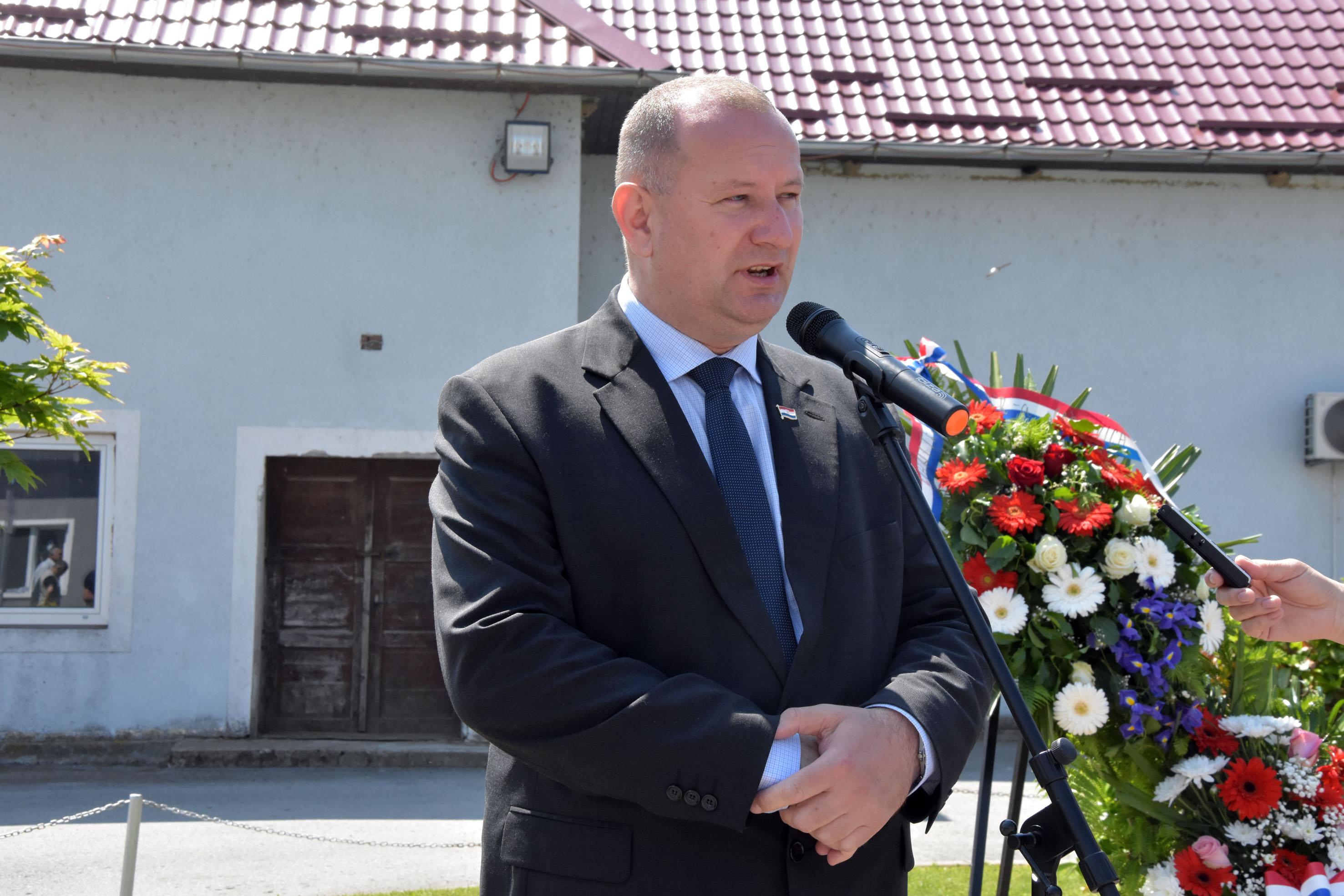 Održana je 26. obljetnica pogibije petorice hrvatskih branitelja: Miro, Vlado, Joso, Zdravko i Karlo žive vječno
