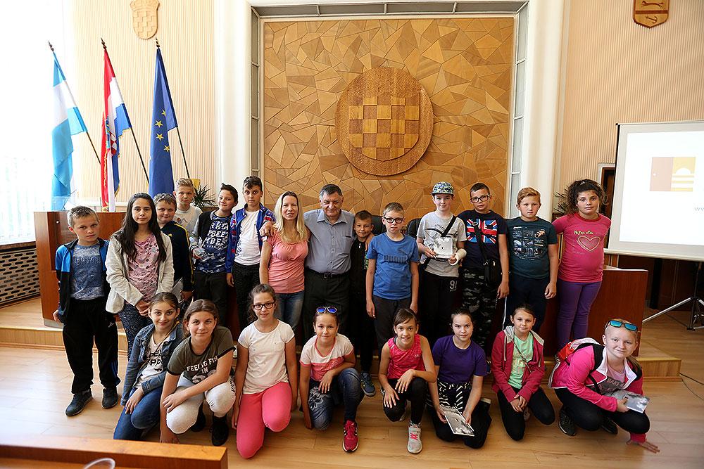 Fotogalerija: Učenici iz Osnovne škole Antun Gustav Matoš iz Čačinaca posjetili Virovitičko-podravsku županiju