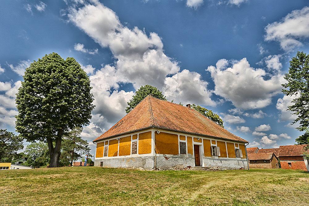 U četvrtak 14. lipnja nakon svečane sjednice Općinskog vijeća Pitomača, započet će radovi na obnovi rodne kuće Petra Preradovića