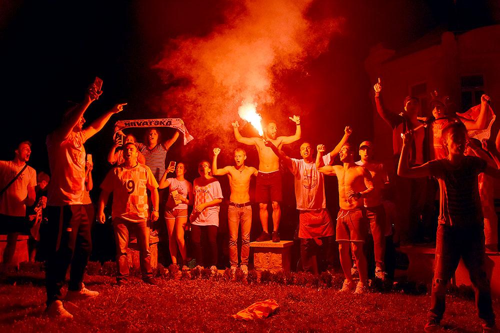 Video/Fotogalerija: Pogledajte ludu atmosferu u Virovitici, Slatini, Orahovici i Pitomači u noći kada se Hrvatska plasirala u finale Svjetskog nogometnog prvenstva