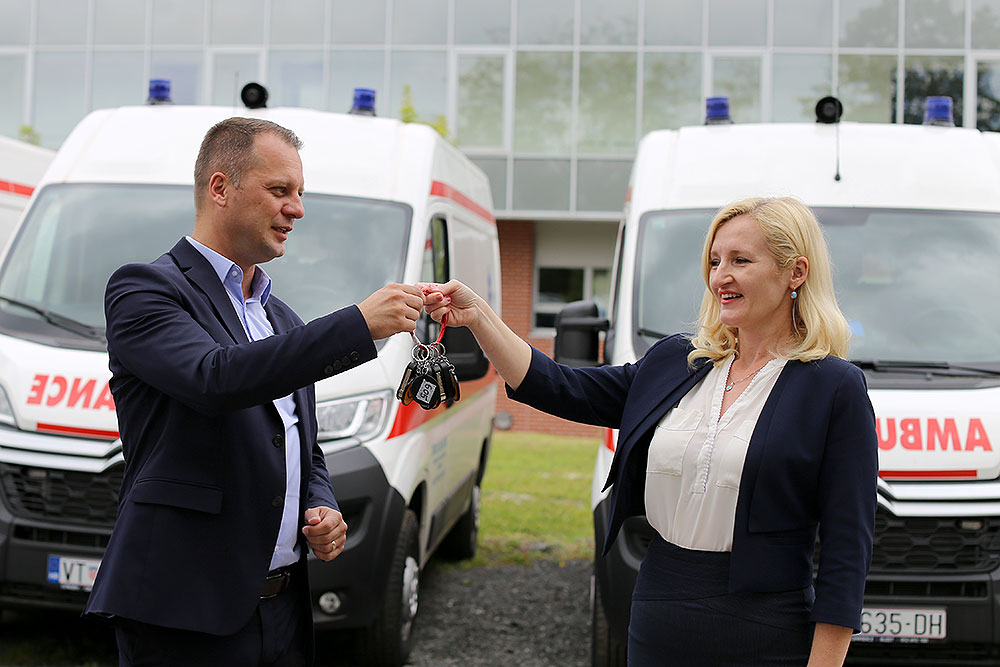 Podizanje razine usluge, kvalitete i sigurnosti zdravstvene skrbi: Župan Igor Andrović uručio ravnateljici Lahorki Weiss ključeve pet novih vozila za sanitet Zavoda za hitnu medicinu VPŽ
