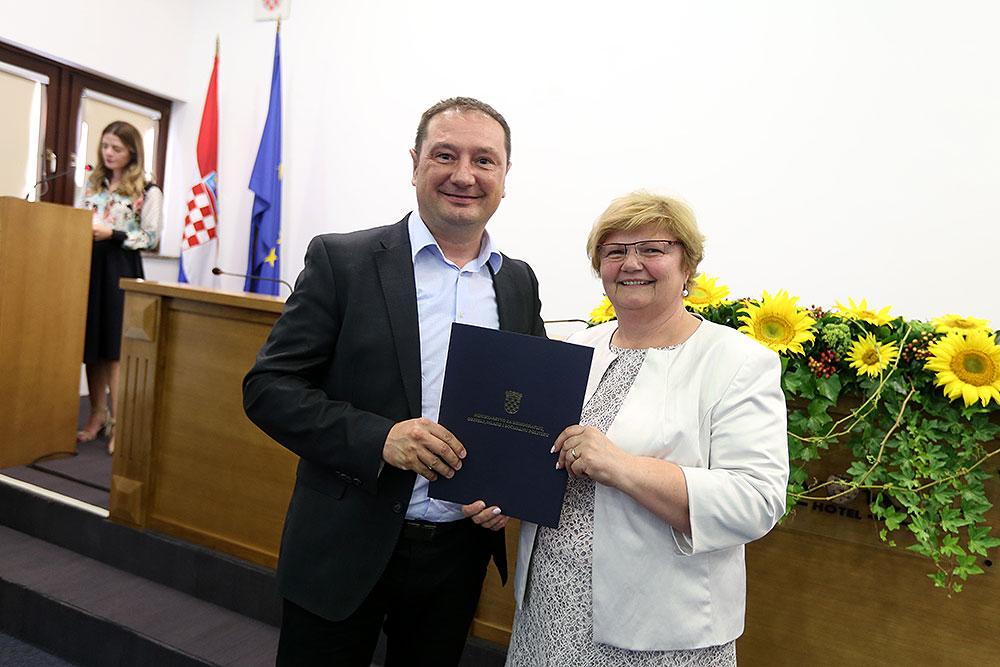 Potpisano osam ugovora za uređenja dječjih vrtića i igrališta na području gradova i općina Virovitičko-podravske županije ukupne vrijednosti oko 2.500.000,00 kuna
