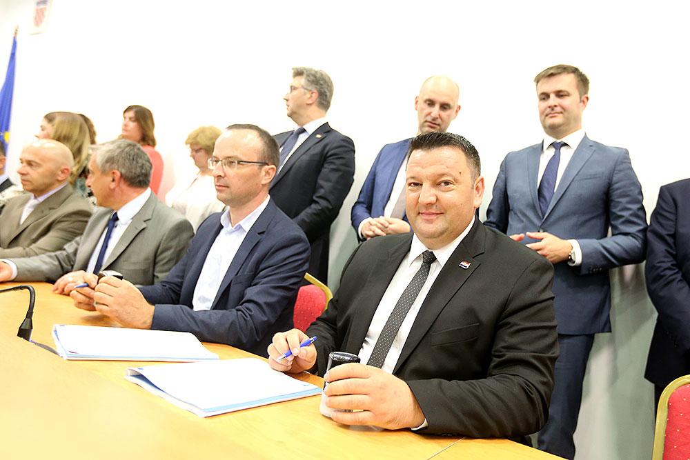 Načelnik Općine Špišić Bukovica Hrvoje Miler potpisao je ugovor o Energetskoj obnovi zgrade općine