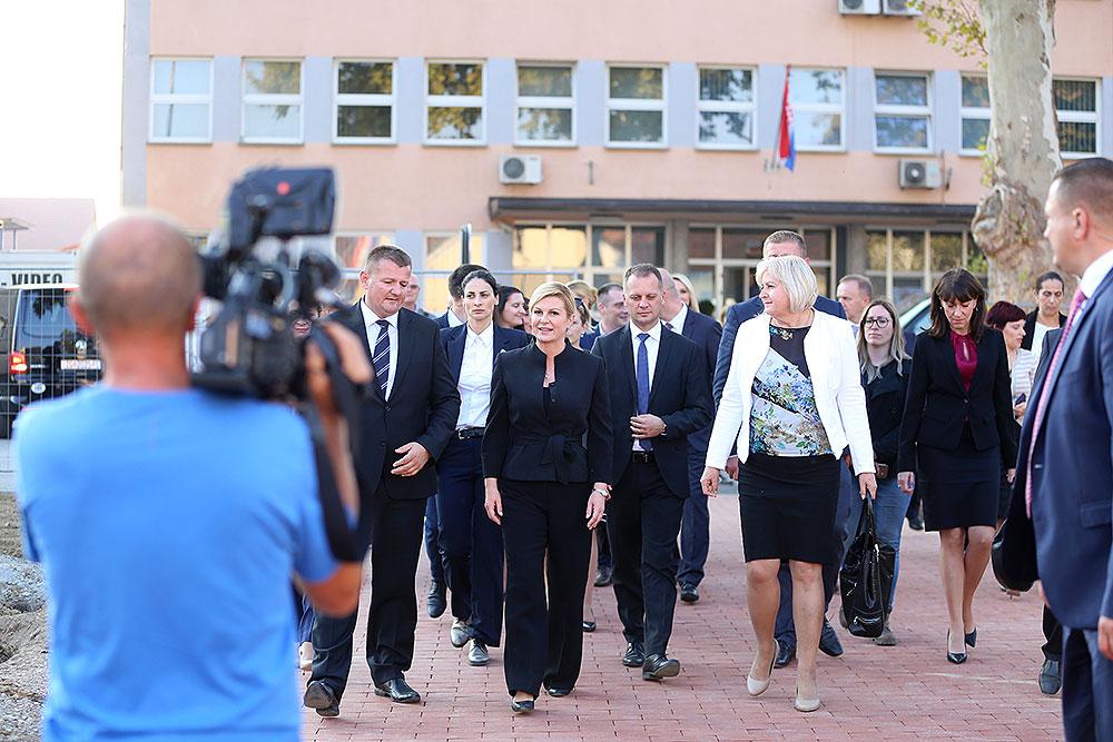 Obilazak središta Virovitice: Predsjednicu RH Kolindu Grabar-Kitarović upoznali su s projektom obnove Dvorca Pejačević i uređenjem nove šetnice