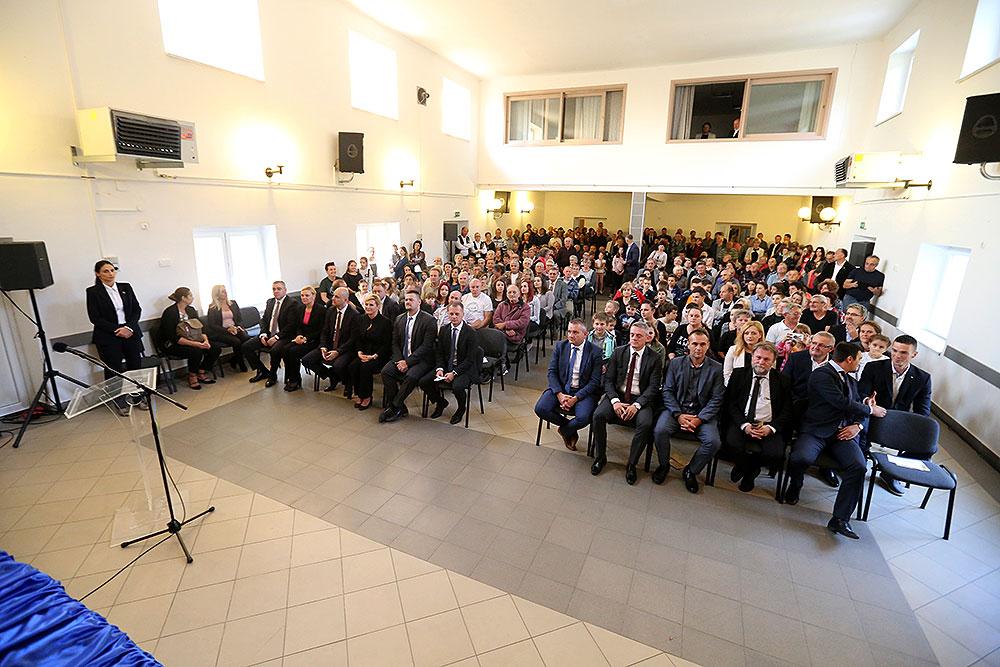 Predsjednica Kolinda Grabar-Kitarović u posjeti Suhopolju: S pravom se ponosite svojom poviješću osobito prelijepom Župnom crkvom sv. Terezije Avilske i Dvorcem Janković