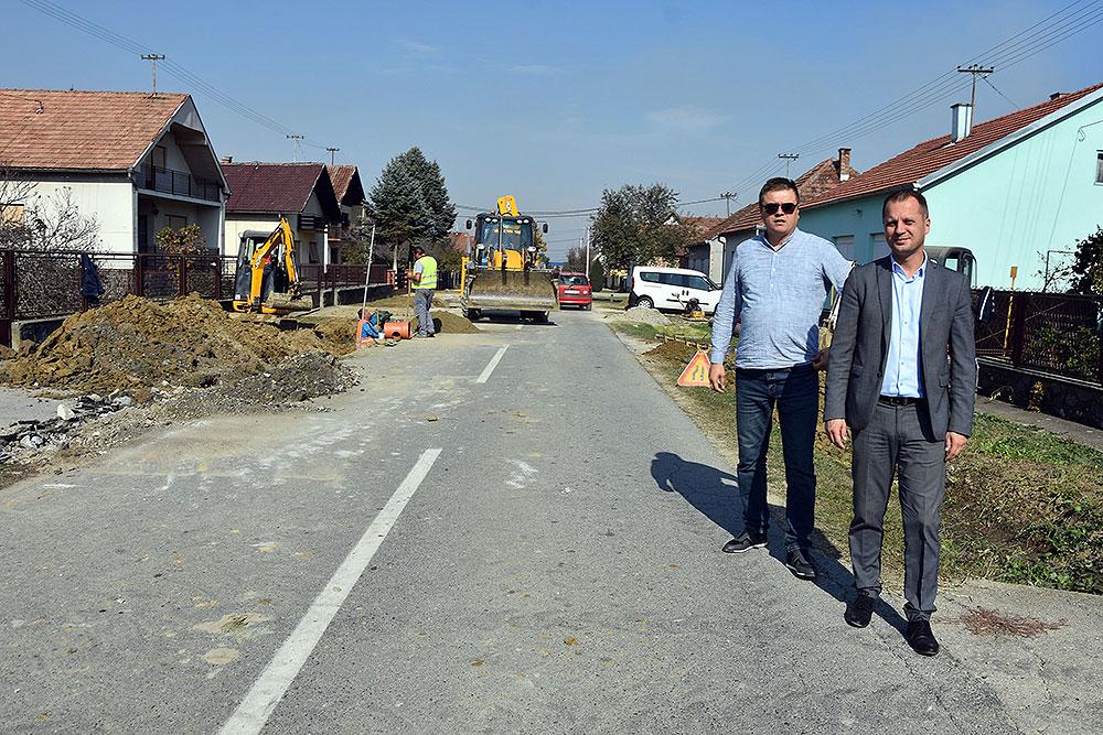 Župan Igor Andrović obišao radove u Lipovačkoj ulici u Čačincima