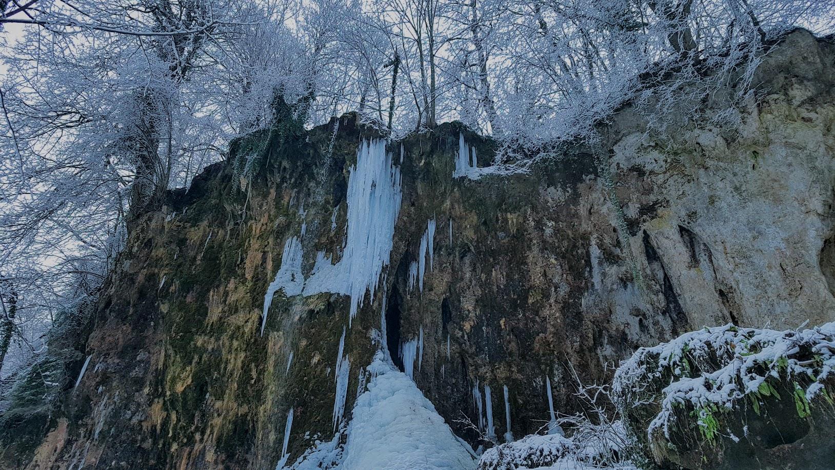 Fotogalerija: Zaledio se slap Skakavac na Jankovcu, u tjednu pred nama, slijedi nam prvi ozbiljniji snijeg