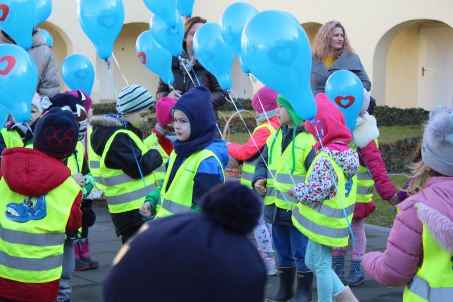 Festival srca u Virovitici: Vrtićarci pustili balone u znak potpore malim hrabrim srcima