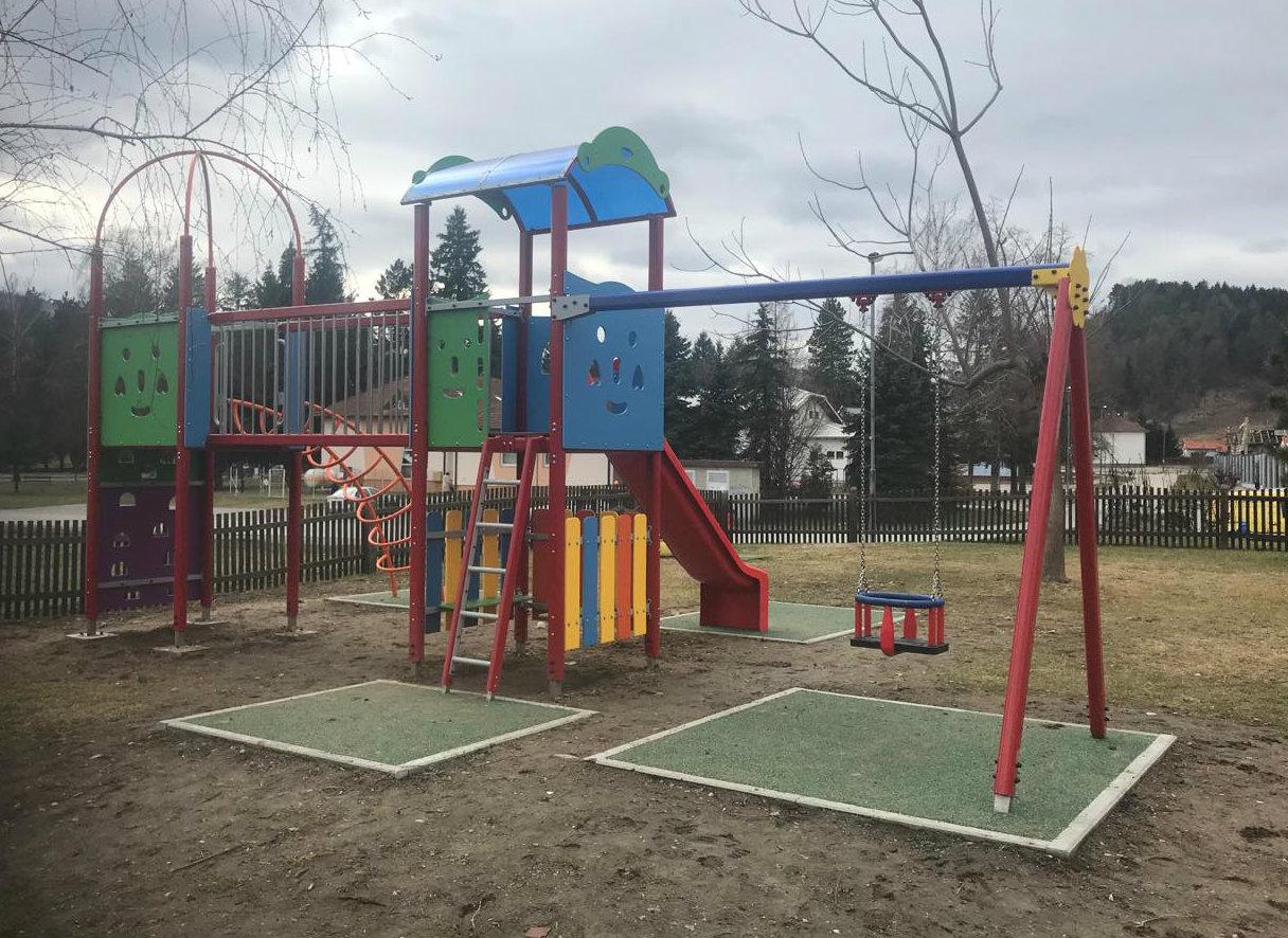 Sredstvima Ministarstva za demografiju, obitelj, mlade i socijalnu politiku i Općine Voćin uređeno dvorište Dječjeg vrtića Jelenko