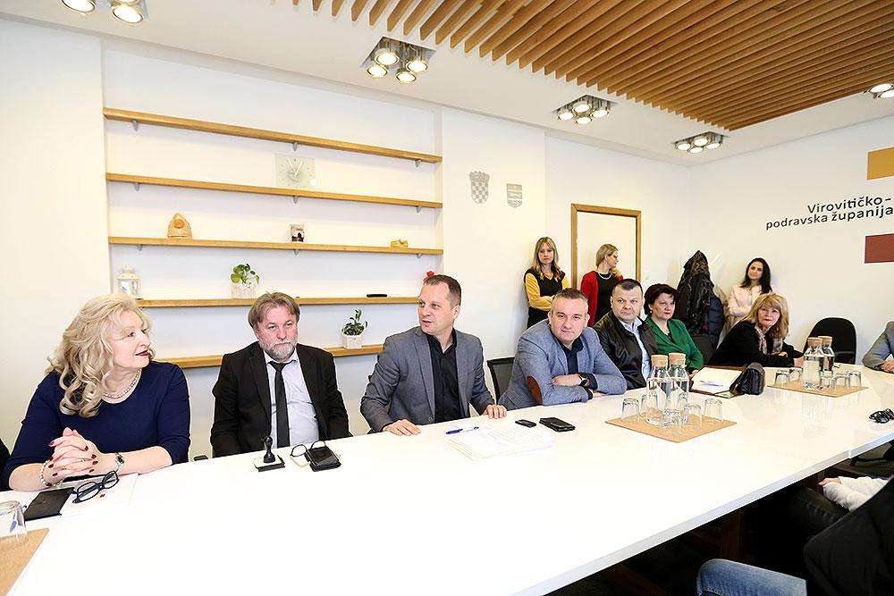Briga za liječnike i njihov ostanak na području VPŽ: Župan Igor Andrović potpisao ugovore s 26 doktora o subvencioniranju kamata na stambene kredite i troškove najma nekretnina