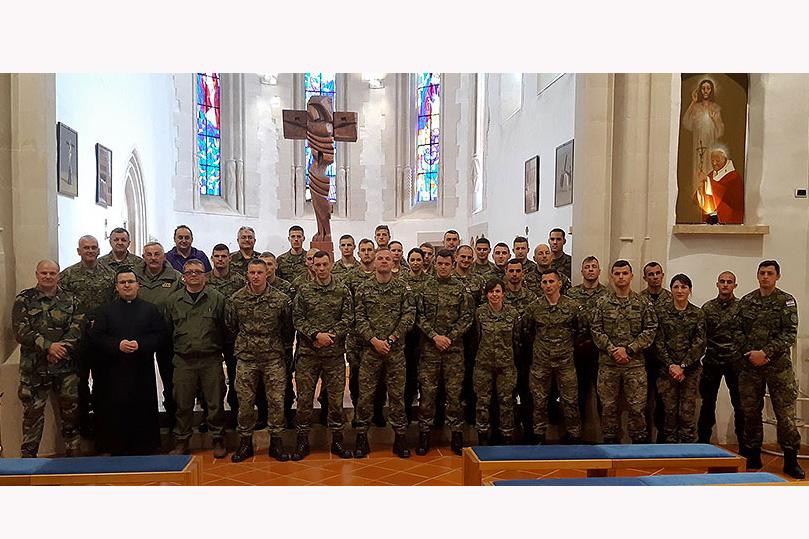 """Najbolji od najboljih: 50 hrvatskih vojnika koji se spremaju za natjecanje """"najspremniji vojnik"""", posjetili su Voćin te Svetište Gospe Voćinske"""