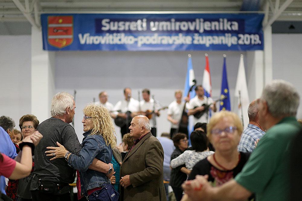 Fotogalerija: Pogledajte kako je bilo na 9. Susretima umirovljenika Virovitičko-podravske županije gdje se je okupilo više od 1.000 sudionika iz 23 udruge