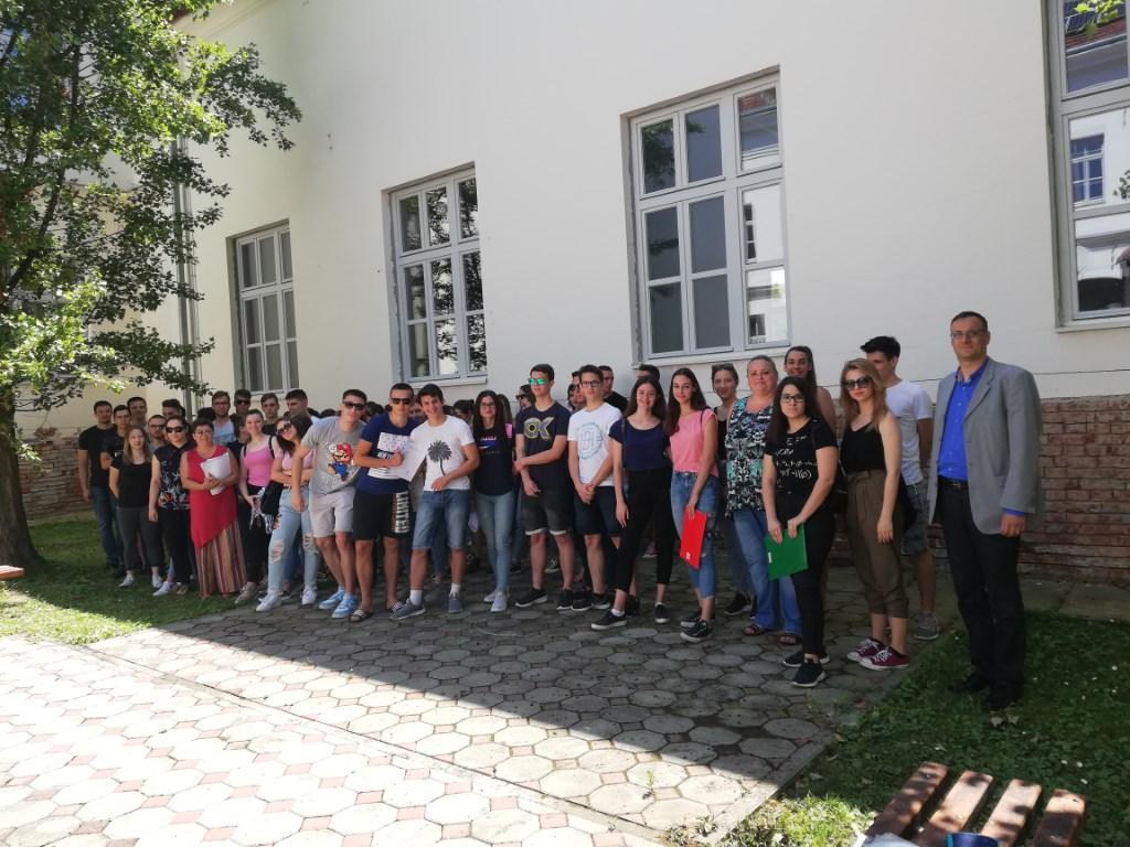 Dea Tomeković je najbolja u Hrvatskoj: Virovitička gimnazijalka 100 posto je riješila ispit iz Engleskog jezika B, a u matematici je među tri posto najboljih u državi