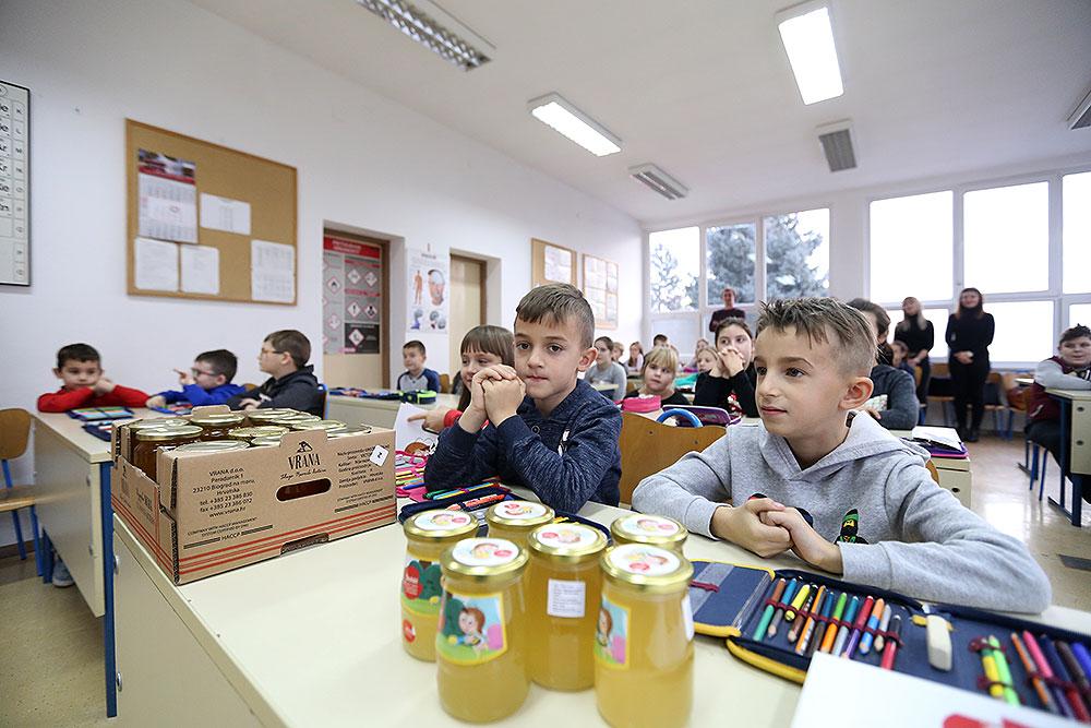 Školski medni dan s hrvatskih pčelinjaka postaje tradicija, Program će se provoditi u prvim razredima osnovnih škola