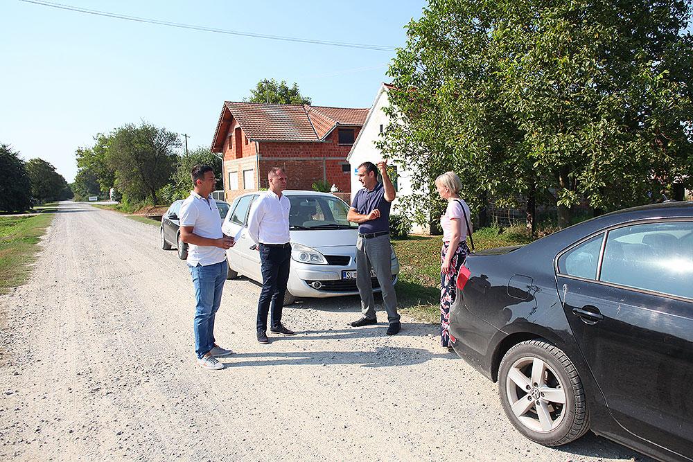 Nakon asfaltiranja ceste u Gornjem Viljevu, radova u Gvozdanskoj, asfaltirat će se i cesta u naselju Novaki na području Općine Sopje