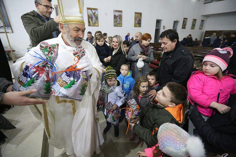 I ove godine stiže Sv. Nikola: Ovo je raspored održavanja predstava i podjele poklona u Virovitici i okolici
