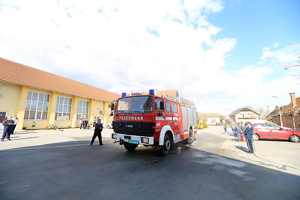 Vatrogasna vozila dobivaju DVD-i iz: Četekovca, Turnašice, Bušetine i VZO Pitomača, a vatrogascima s područja cijele županije, bit će uručena oprema vrijedna 500.000,00 kuna