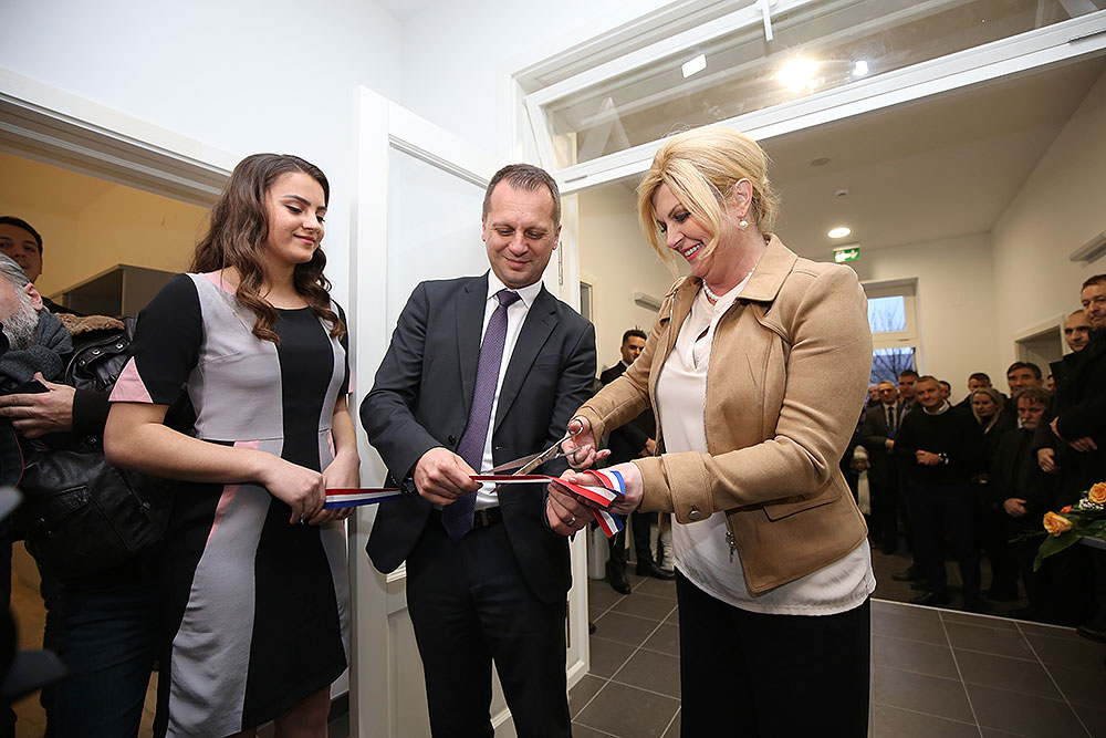 Predsjednica RH, Kolinda Grabar-Kitarović, otvorila je Poduzetnički inkubator Slatina, u četvrtak 19. prosinca otvorti će se i poduzetnički inkubatori u Orahovici i Pitomači