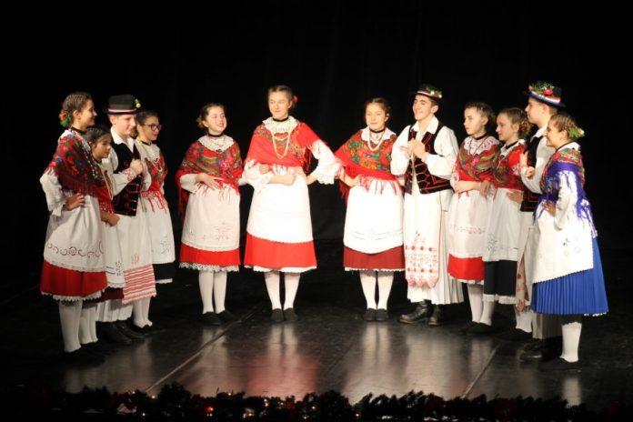 Raskoš i ljepota folklora i običaja na 26. božićnom nastupu KUD-a Virovitica: Na bogatoj božićnoj smotri ugostili mnoge goste