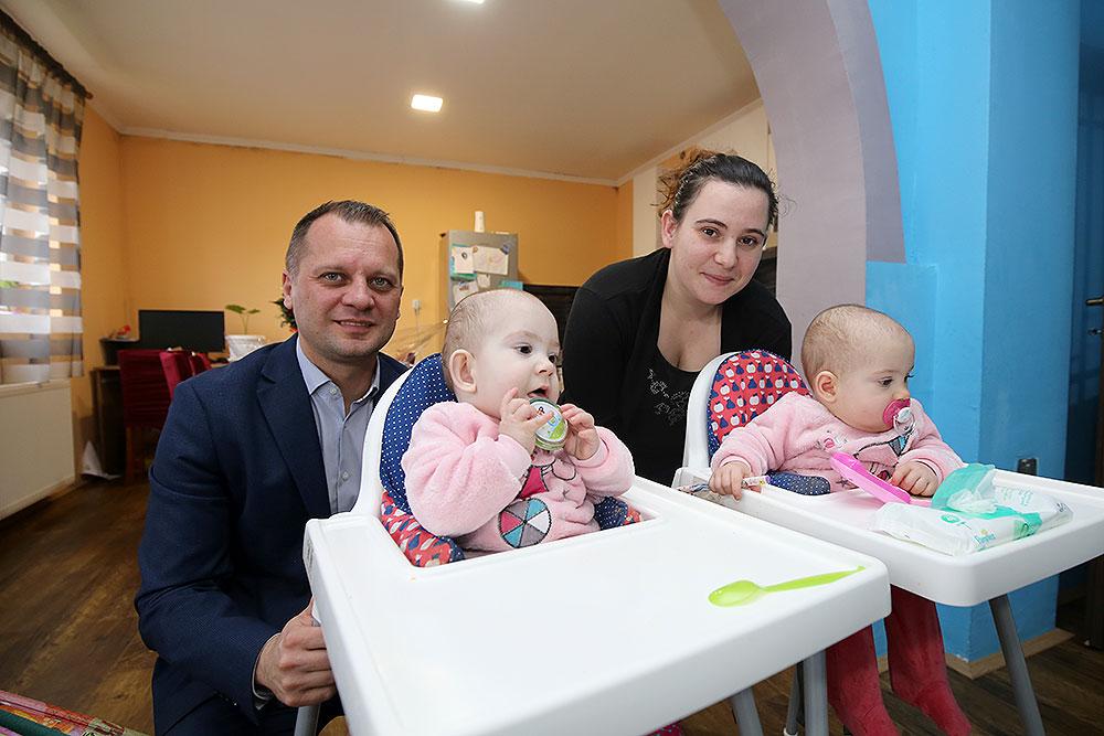 Župan Igor Andrović zaželio sretan rođendan malenim princezama, najpoznatijim hrvatskim blizankama Valentini i Kristini Tambolaš