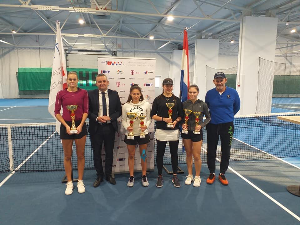 Iva Primorac i Nika Svetec su seniorske prvakinje Hrvatske u tenisu, pojedinačno finale je na rasporedu u srijedu u hali Viroexpa